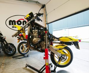 Honda Hornet on the abba Skylift, ready for the forks to be dropped out