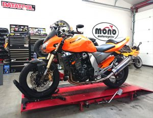 We welcomed one of our regular customers motorcycles, the bright orange Kawasaki Z1000 to the workshop on Tuesday.