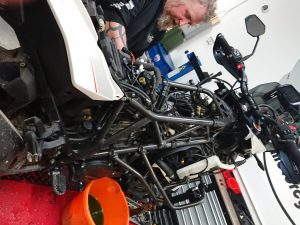 Therefore, by the time Daniel had removed the panels, tank, airbox, air filter, rear rocker cover, radiator & front rocker cover; 2 ½ hours had already passed.
