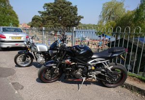 We then went & picked up Katy's AJS Cadwell & took a spin up to the Petersfield Lake for tea & cake at The Plump Duck Café.