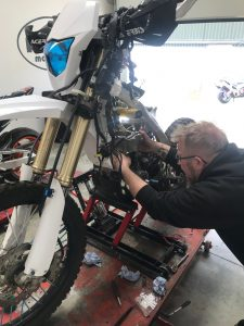 Our next guest is the Yamaha WR450, who has joined us to have her piston replaced.